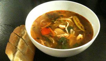 Hurtig & sund nudelsuppe med chili